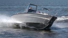 Faster 625 SC – välbalanserad båt i plast och plåt